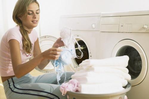 Чем отстирать пятно от яблока с цветной одежды в домашних условиях. Как отстирать яблоко