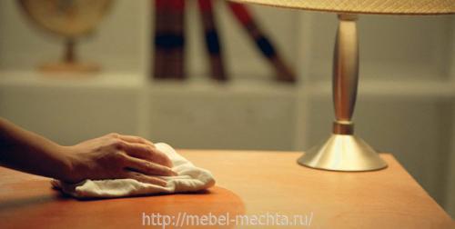 Чем почистить полированную мебельную стенку. Уход за неполированной мебелью: правила и способы