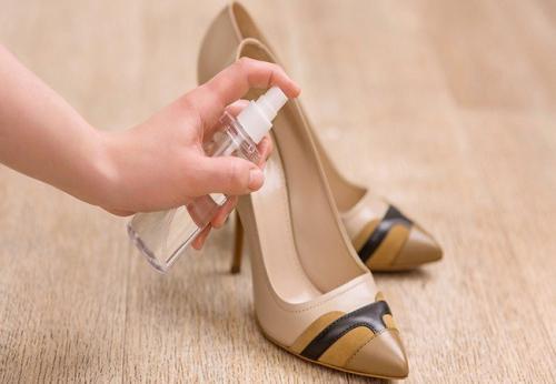 Как растянуть ботинки в домашних условиях. 5 проверенных способов, как растянуть кожаную обувь