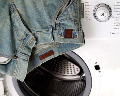 Как уменьшить размер джинс. Стирка для усадки ношенных и новых джинсов