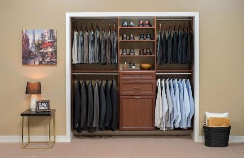 Как удалить запах из шкафа с одеждой. Запах в шкафу с одеждой
