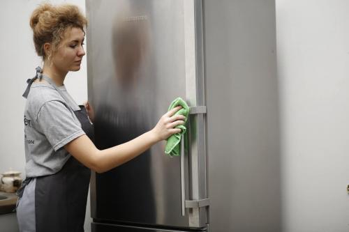 Чем отмыть холодильник снаружи от жира. Лучшие средства, чем отмыть холодильник от жира и пятен снаружи