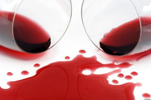 Пятно красное вино чем вывести. 8 средств, которые быстро выведут пятна от красного вина