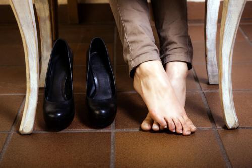 Чем размягчить кожу на обуви в домашних условиях быстро и эффективно. Как размягчить обувь из кожи: проверенные советы