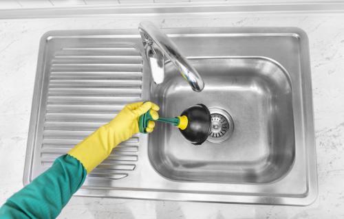 С раковины воняет канализацией и как избавиться. Применение стального троса или вантуза